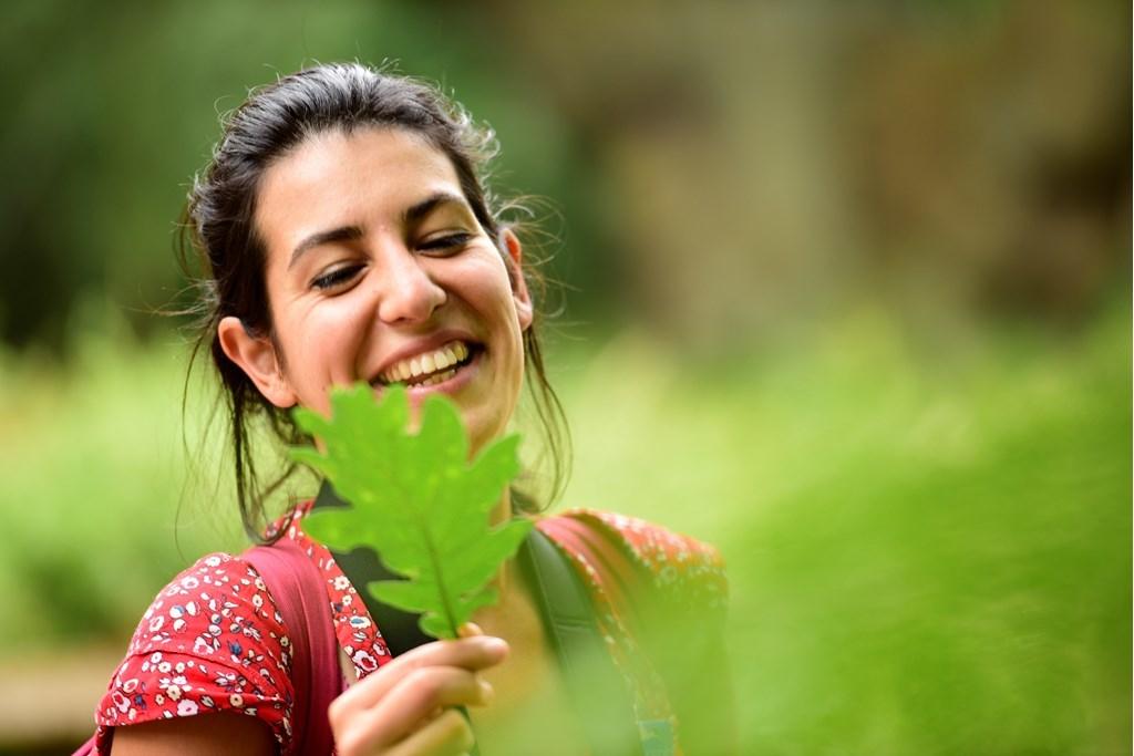 Volunteer woman oak leaf